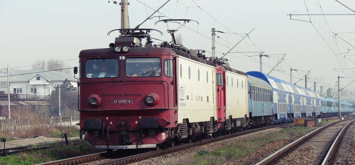 Locomotiva in flacari in Gara Craiova