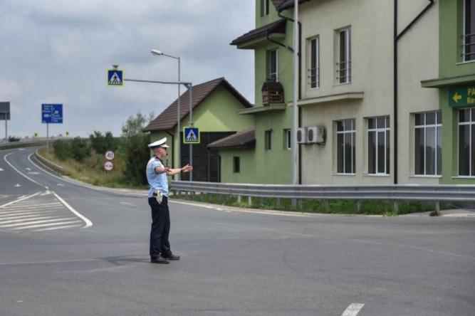 Polițiștii Serviciului Rutier au depistat în trafic un bărbat, la volanul unui autovehicul radiat