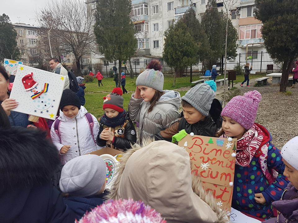 """Piaţă de Crăciun la Şcoala """"Mihai Viteazul"""" din Craiova"""