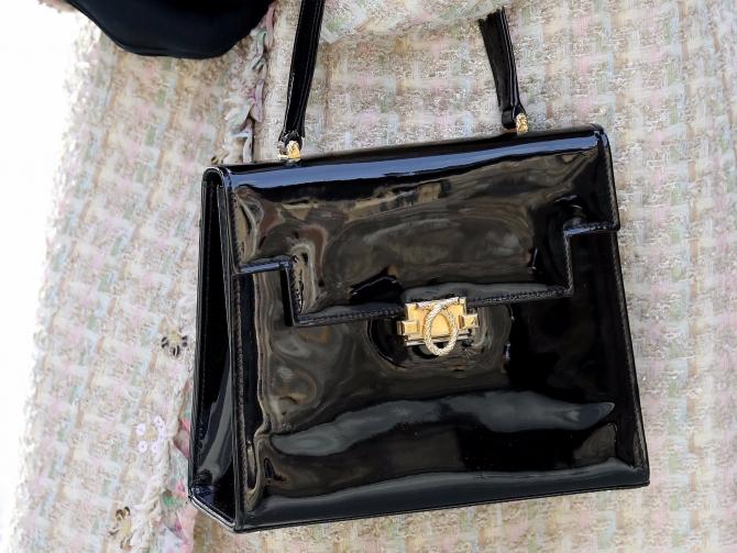 A găsit o geantă pe bancă și a predat-o poliției
