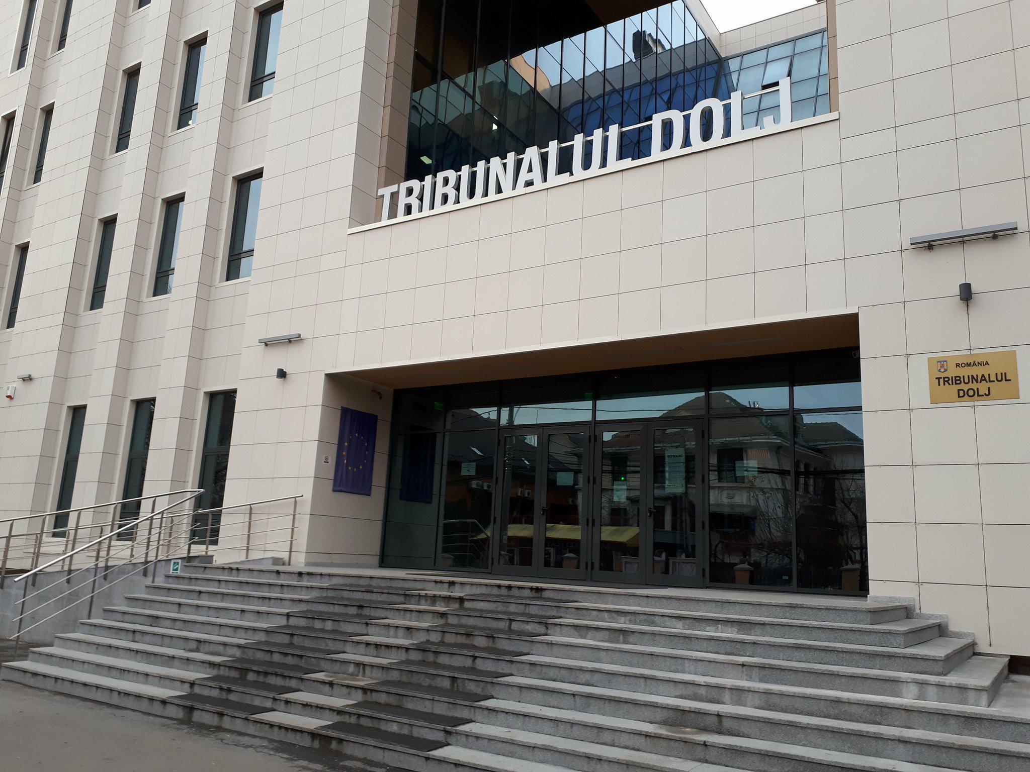 O nouă amânare în procesul rețelei de traficanți de persoane, coordonată de patronul unui club de noapte din Craiova
