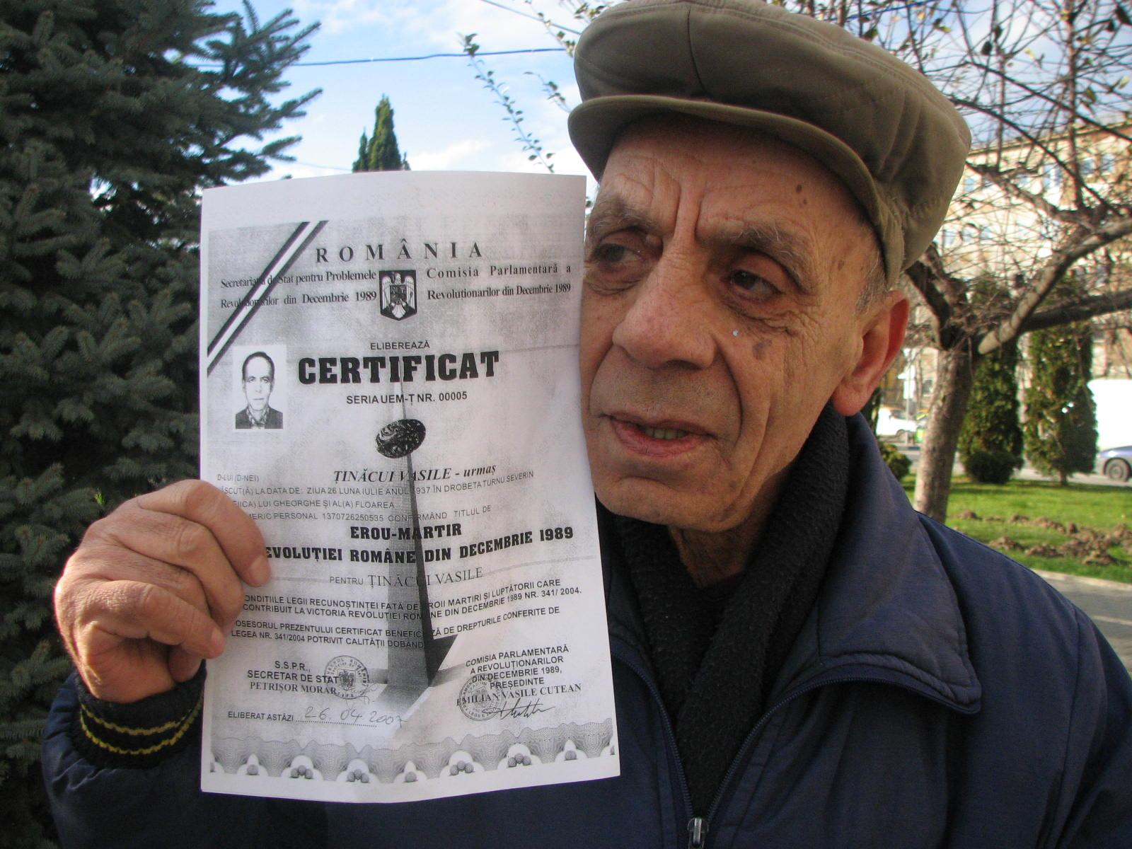 Mehedinţi: Veșnică pomenire! Trei tineri din județ au fost uciși în Revoluția din decembrie 1989 !