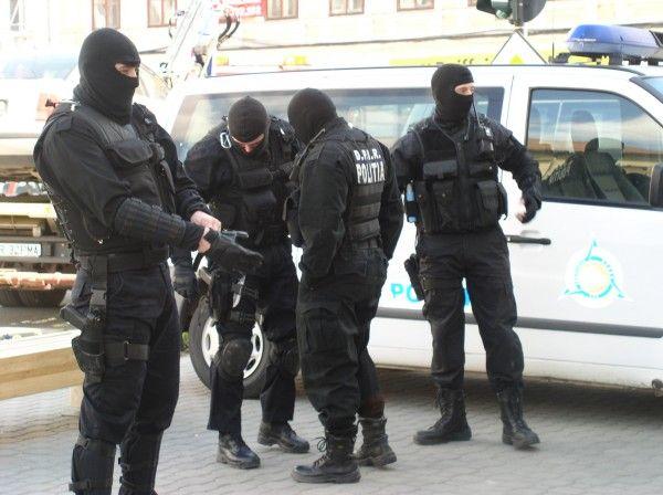 Poliţist din Caracal, vizat într-un dosar de proxenetism