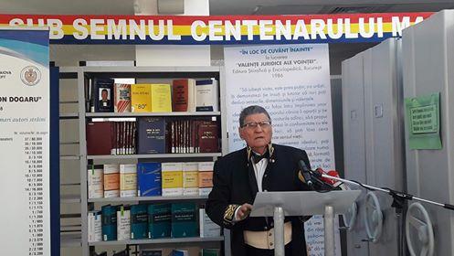 """Profesorul Ion Dogaru: """"Am găsit o cale să construiesc o bibliotecă. N-am crezut că pot aduna atâta carte veche"""""""