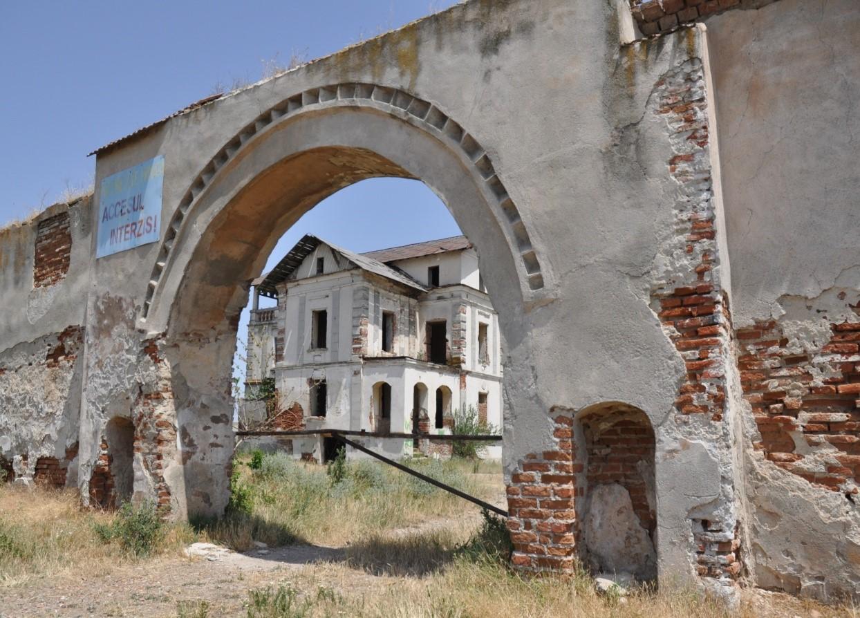 Conacele fortificate ale boierilor valahi și indiferența față de zestrea românilor