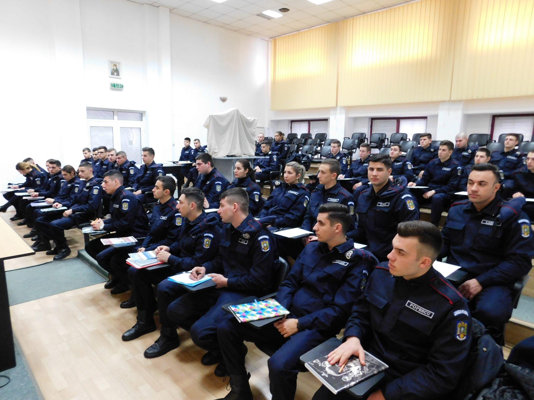 Viitori subofițeri, în practică la Jandarmeria Dolj