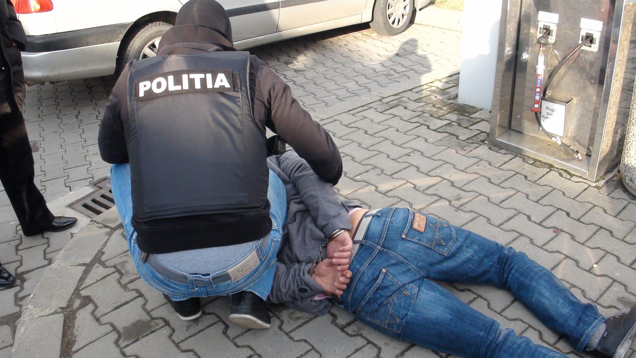 Mehedinți: Condamnați fugari prinși și duși la pușcărie
