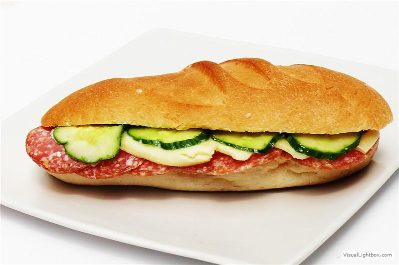 """""""Masă caldă"""" cu sandwich-uri la liceul din Bârca, din cauza lipsei unei cantine"""
