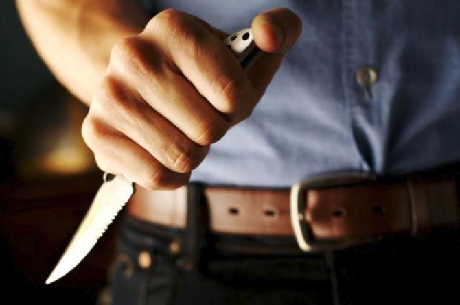Arestat după ce și-a înjunghiat fosta iubită