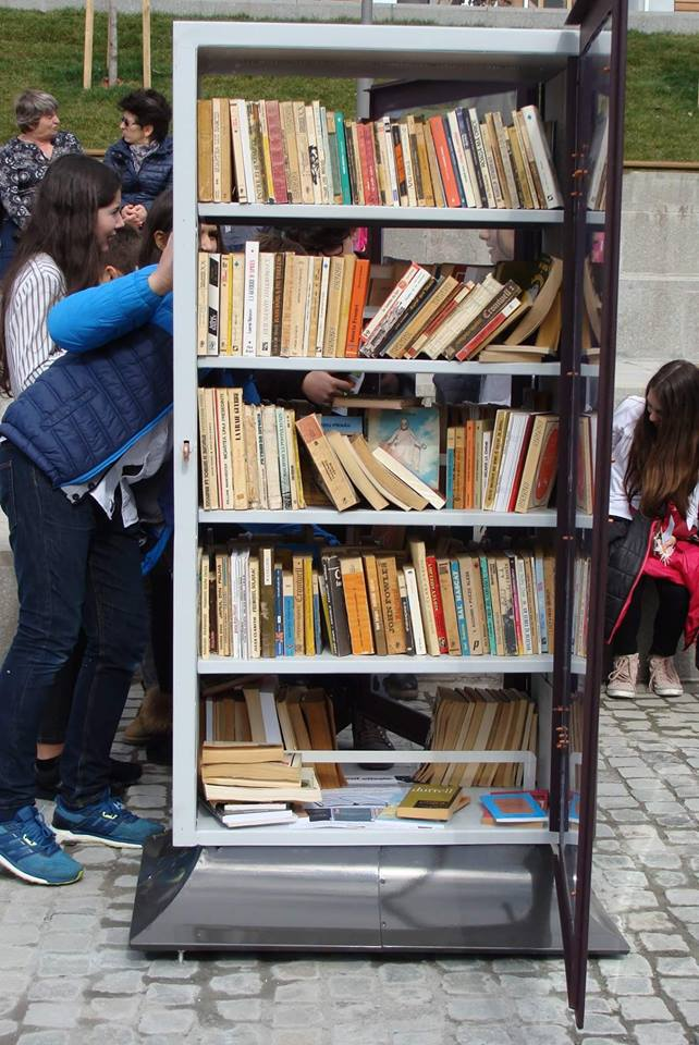 """Râmnicul citeşte! Stand de cărți, în Scuarul """"Mircea cel Bătrân"""""""