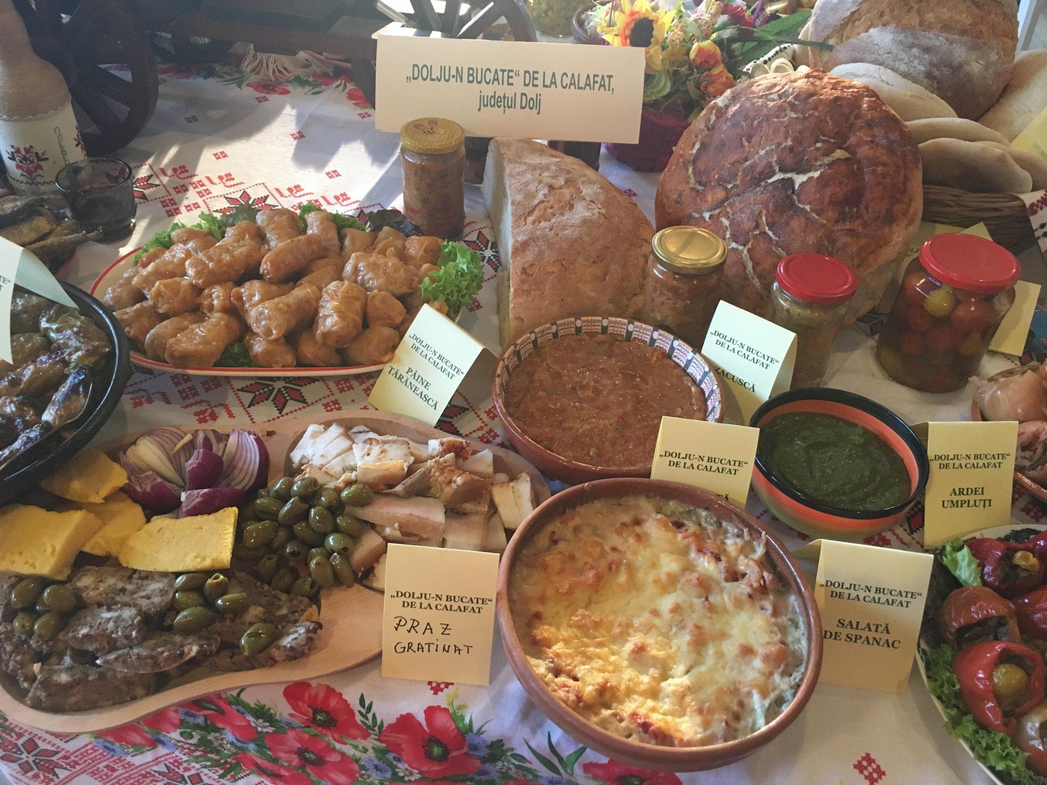 Meșteșuguri populare oltenești și măncăruri alese, de Ziua Olteniei