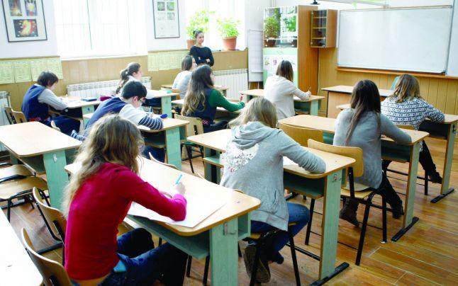 Elevii de clasa a VIII-a vor susține simularea în martie