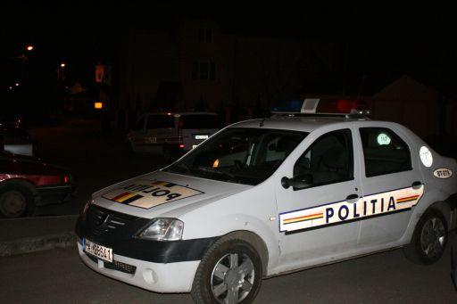 Bătaie cu bâte și mașină distrusă pe o stradă din Târgu Jiu. Patru tineri au fost reținuți