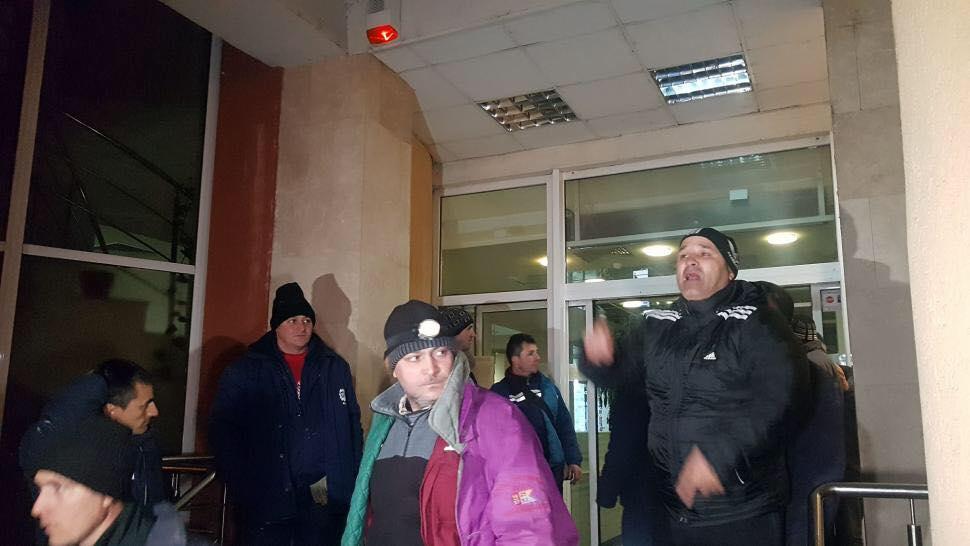 Protestarii din cadrul CEO, mai liniștiți după discuția cu Boza