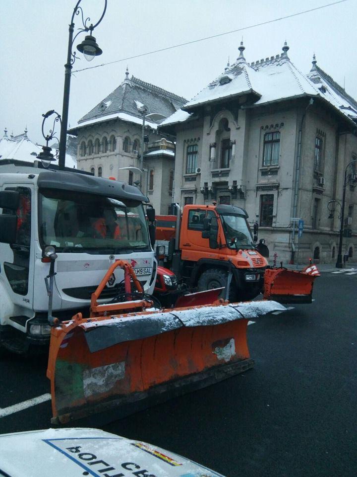 Primăria Craiova, la trântă cu viscolul și ninsoarea. 50 de utilaje pe străzile municipiului