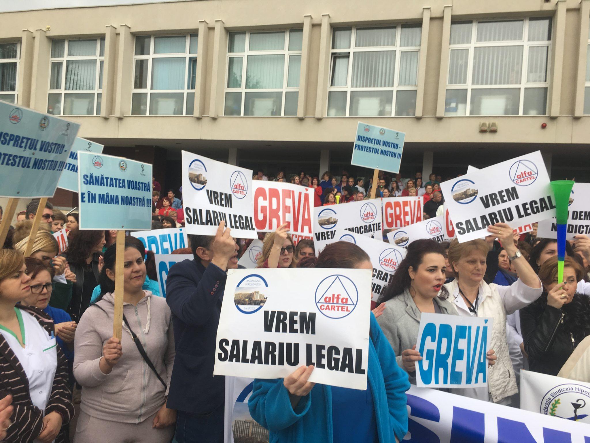Angajații SJU Craiova protestează din nou