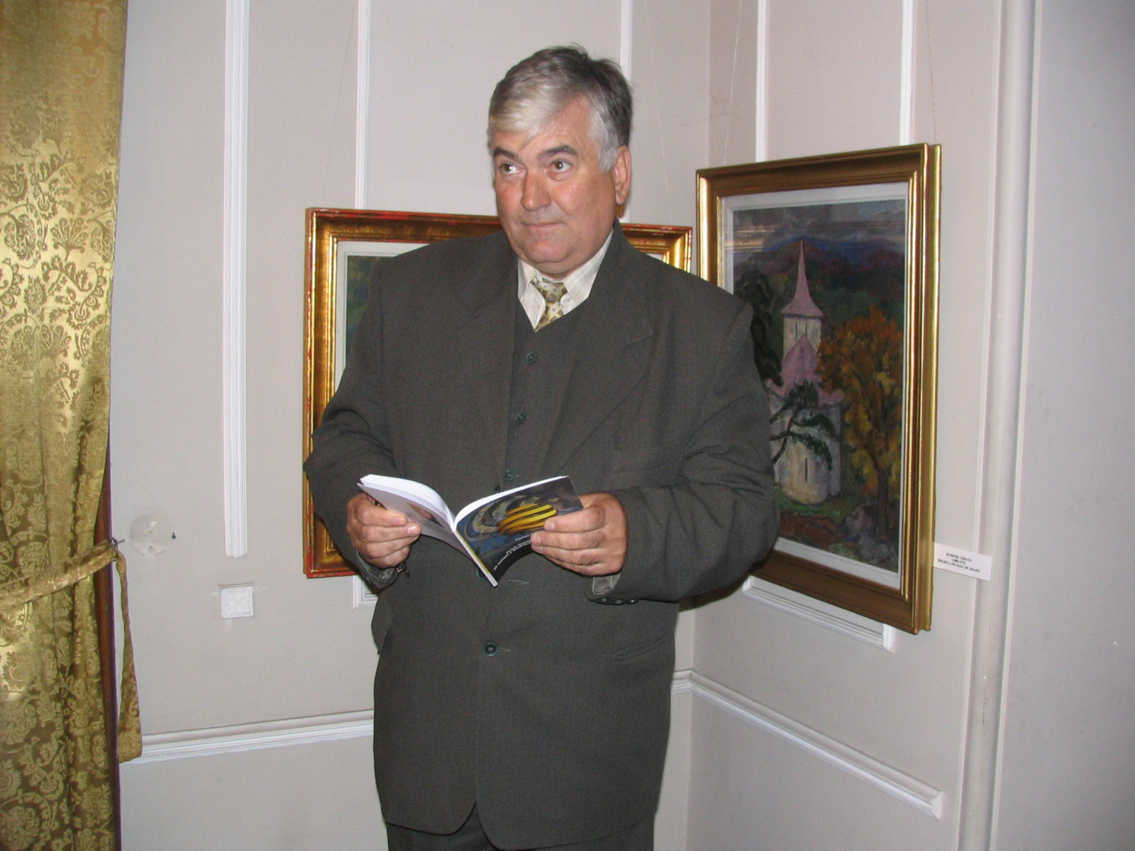 Mehedinți: Ziaristul Florian Copcea a mai lansat o carte