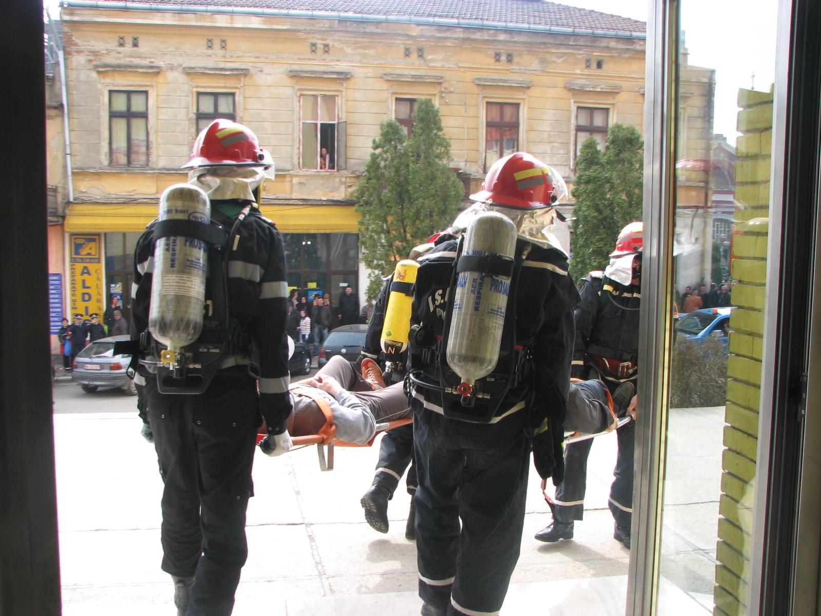 Mehedinți: Un pompier aflat în timpul său liber a intervenit prompt la un accident