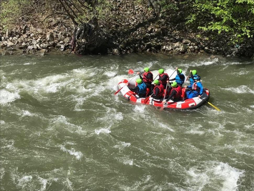Tragedie în prima zi de rafting pe Jiu. Un instructor de 42 de ani şi-a pierdut viaţa