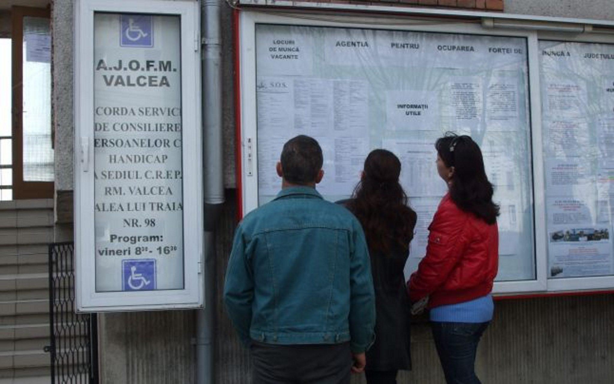 Absolvenţii sunt aşteptaţi să se înscrie în evidenţele AJOFM Vâlcea