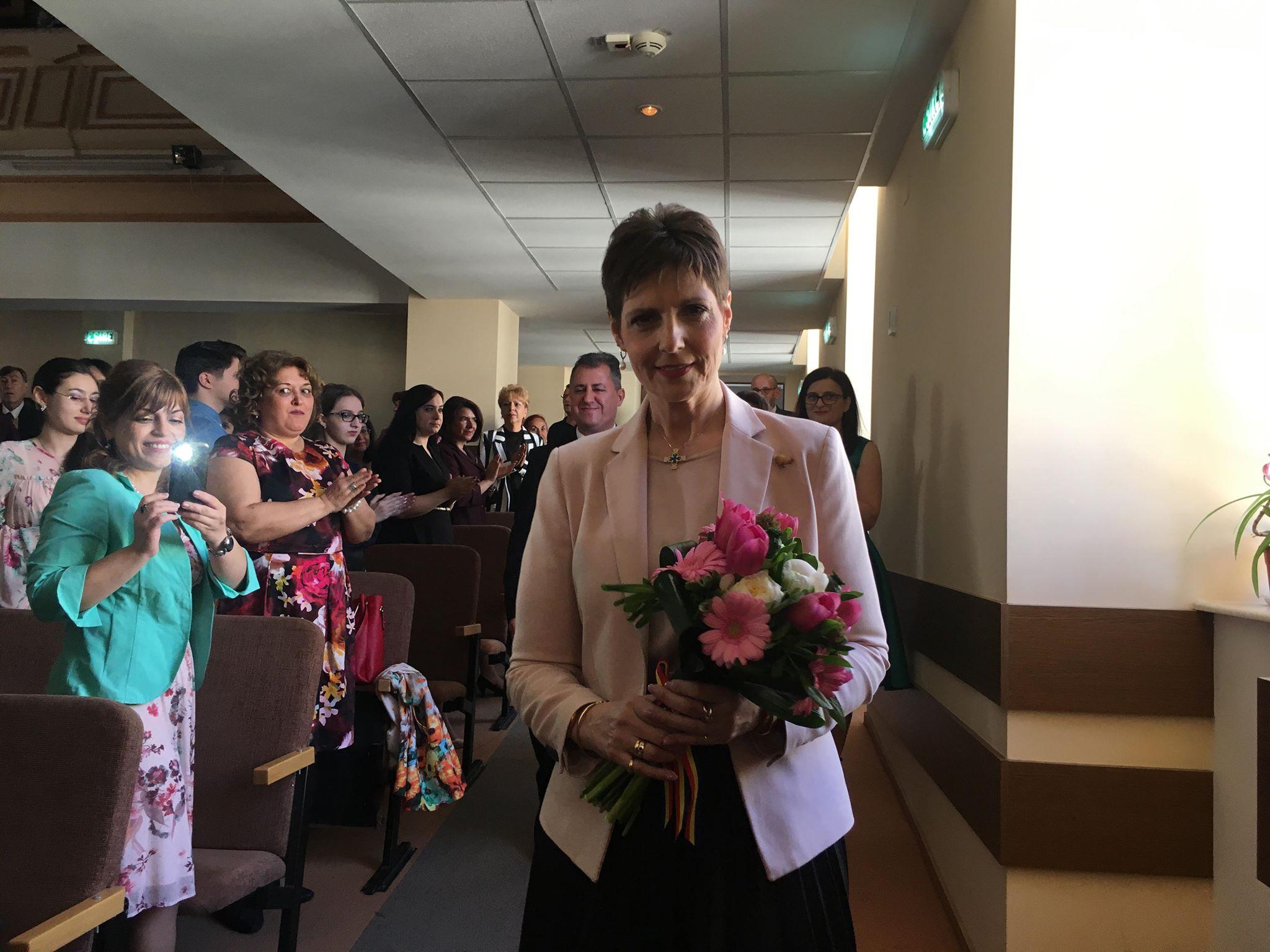 """Colegiul """"Elena Cuza"""", la ceas aniversar. Principesa Maria a înmânat diplome pentru performanţa de la olimpiadele şcolare"""