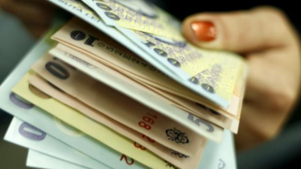 Bani pentru cei care angajează elevi şi studenţi în vacanţă