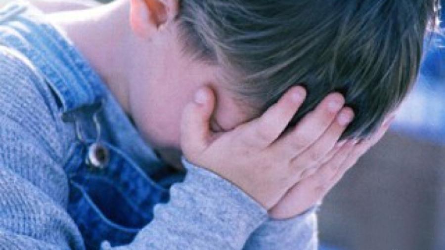 Tot mai mulţi copii din Gorj cresc fără părinţi