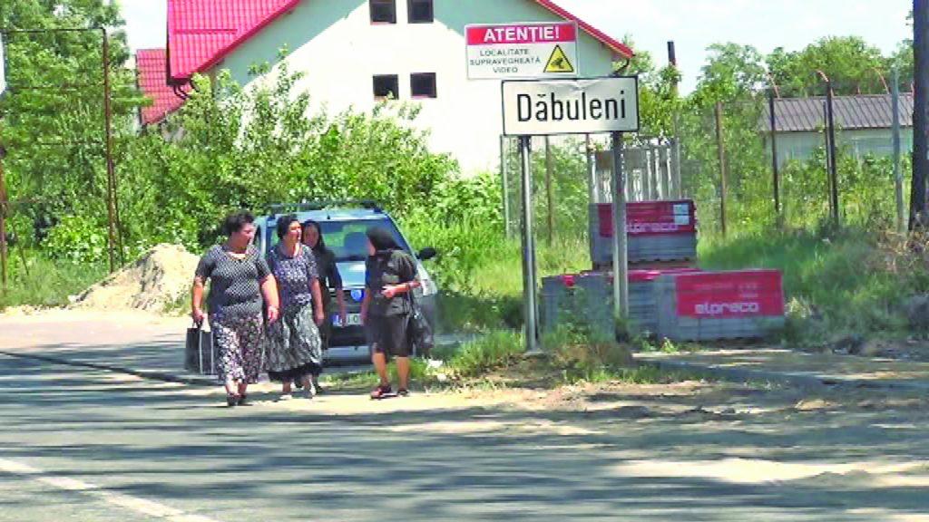 20 de străzi din Dăbuleni, în asfaltare. Primăria vrea fonduri europene pentru alte șapte, dar și pentru microbuze electrice