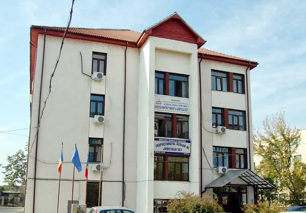 Anchetă la o şcoală din Olt, după ce 22 de elevi şi profesorul lor au fost găsiţi dormind în frig într-o catedrală din Alba Iulia