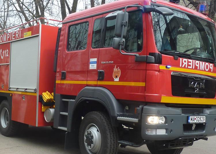 Concurs de descarcerare la Târgu Jiu. Pompieri din șase județe ajung pe Insuliță