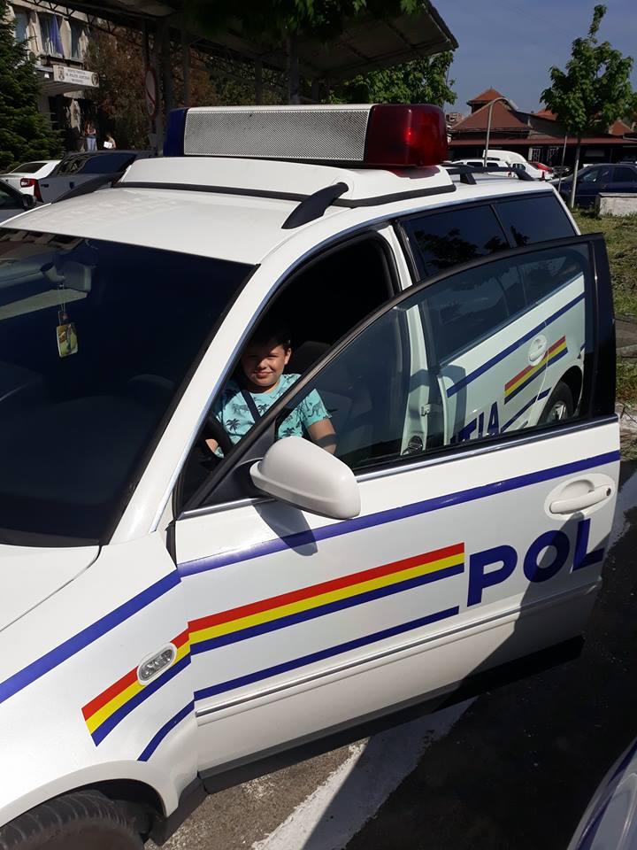 Mehedinți: Copiii, puși să ridice amprente de la locul unei infracțiunii