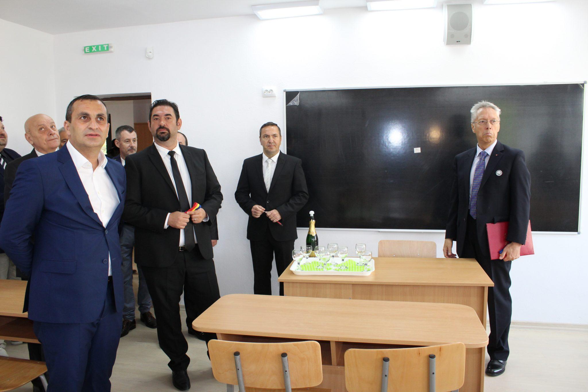 """Primăria continuă investițiile la """"Minulescu"""""""