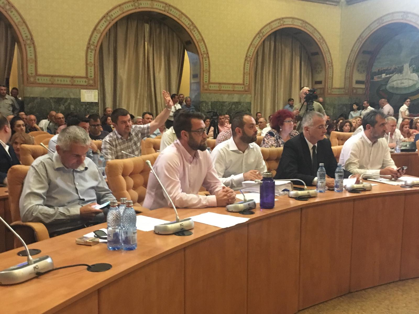 A tunat şi fulgerat la Şedinţa Consiliului Local Craiova de joi