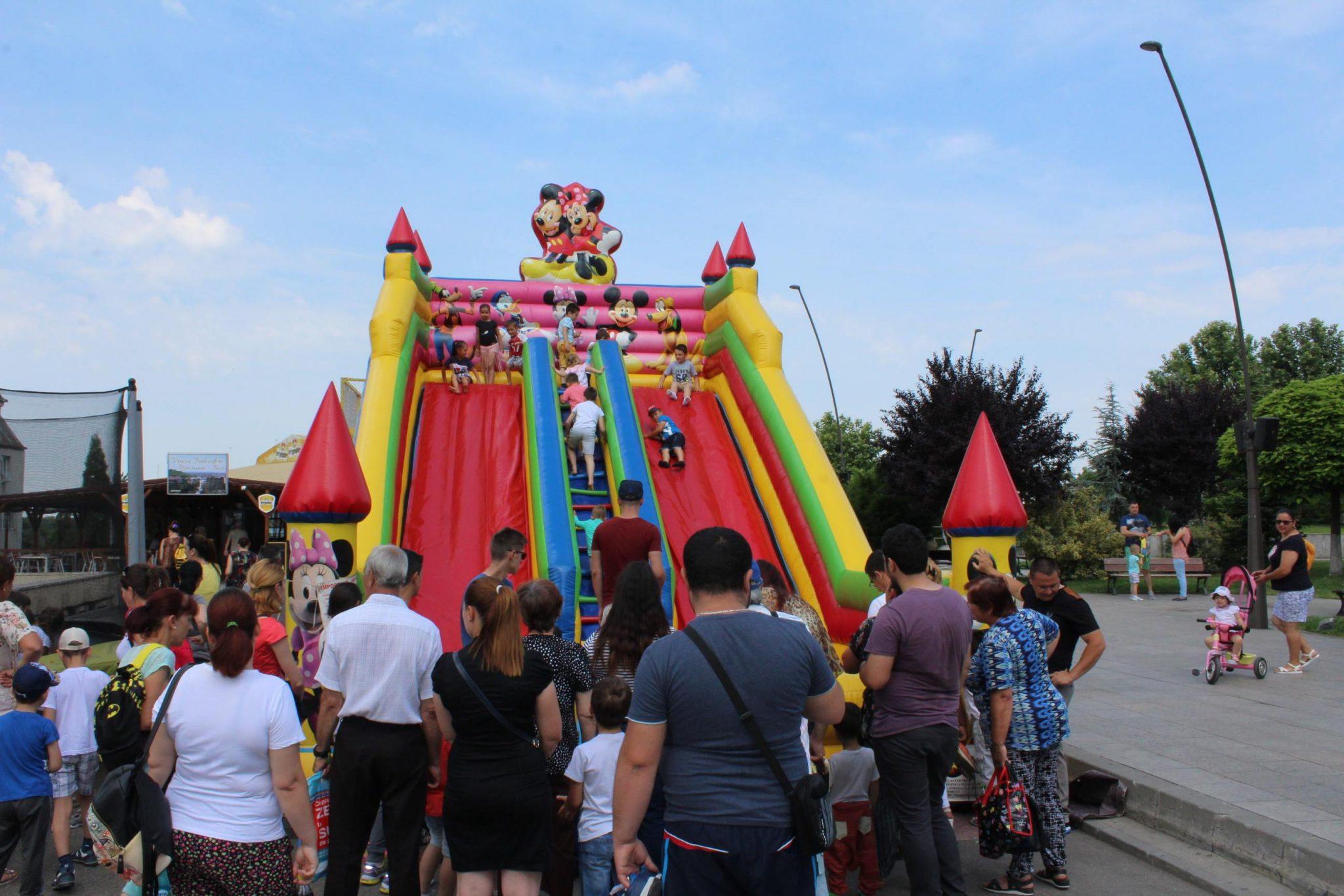 Mii de copii şi-au sărbătorit ziua pe Esplanada din Slatina