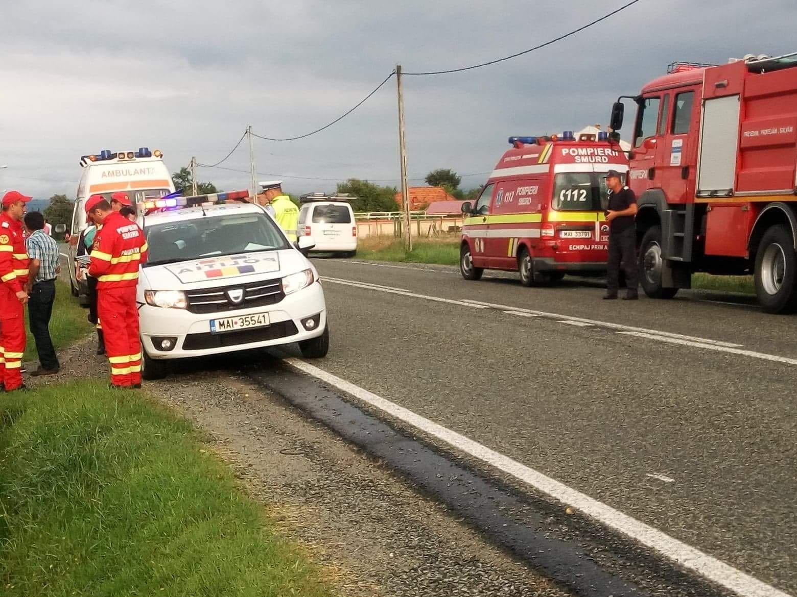 S-au răsturnat cu mașina. Cinci persoane rănite