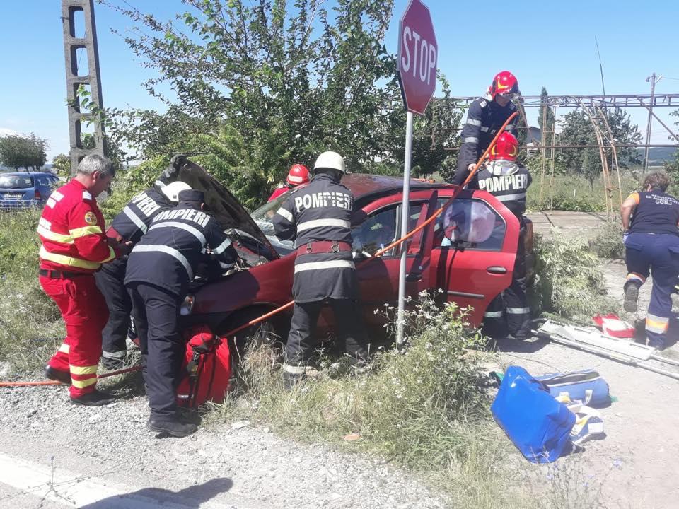 Accident cu patru victime în Scoarța. Bunica șoferului vinovat a murit pe loc