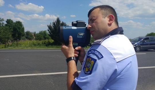 Primul pistol-radar a ajuns la poliţiştii din Gorj. 28 de permise reţinute într-o singură zi