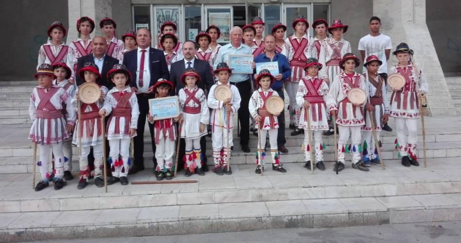 """Copiii din Osica de Jos au luat marele premiu la """"Călușul Românesc"""""""