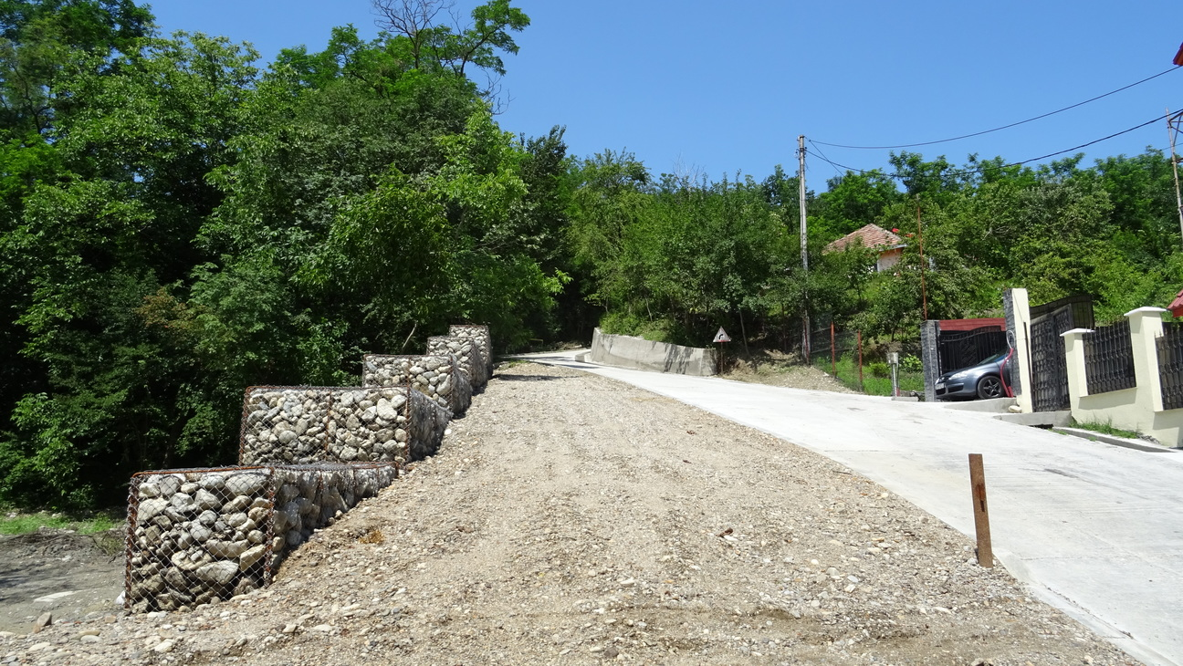 Drumul la intrarea Cetăţuia în Râmnicu Vâlcea, stabilizat