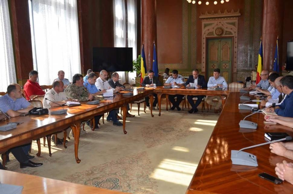 Prefectul de Gorj a chemat autoritățile la discuții. Se evaluează pagubele inundațiilor