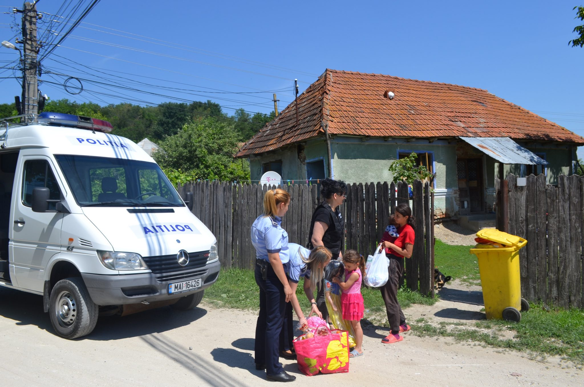 Daruri pentru copii din Mihăești și Râmnicu Vâlcea
