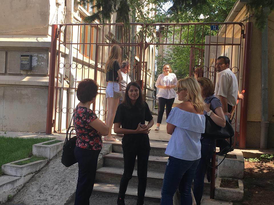 """Elevii doljeni despre prima probă a Evaluării Naționale: """"Subiecte nu foarte grele și mult noroc la partea de literatură"""""""