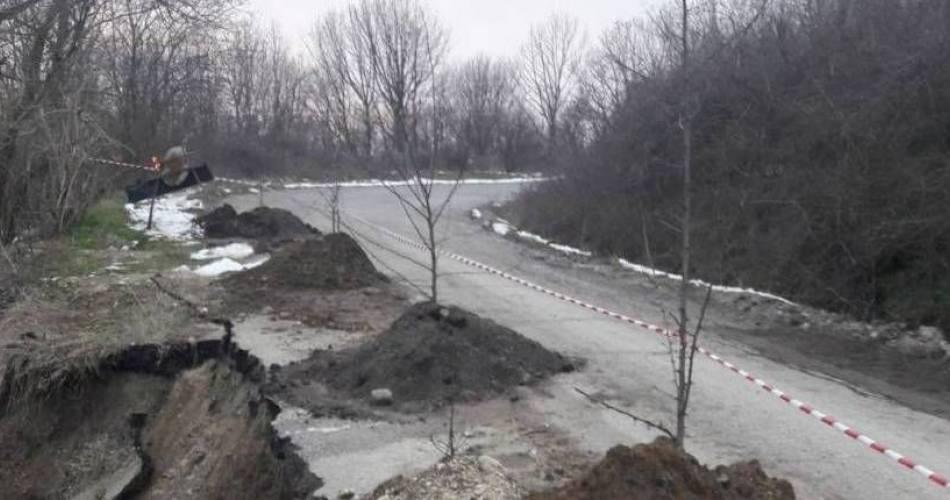 Reparații pe DJ 546, afectat de o alunecare de teren la Teslui