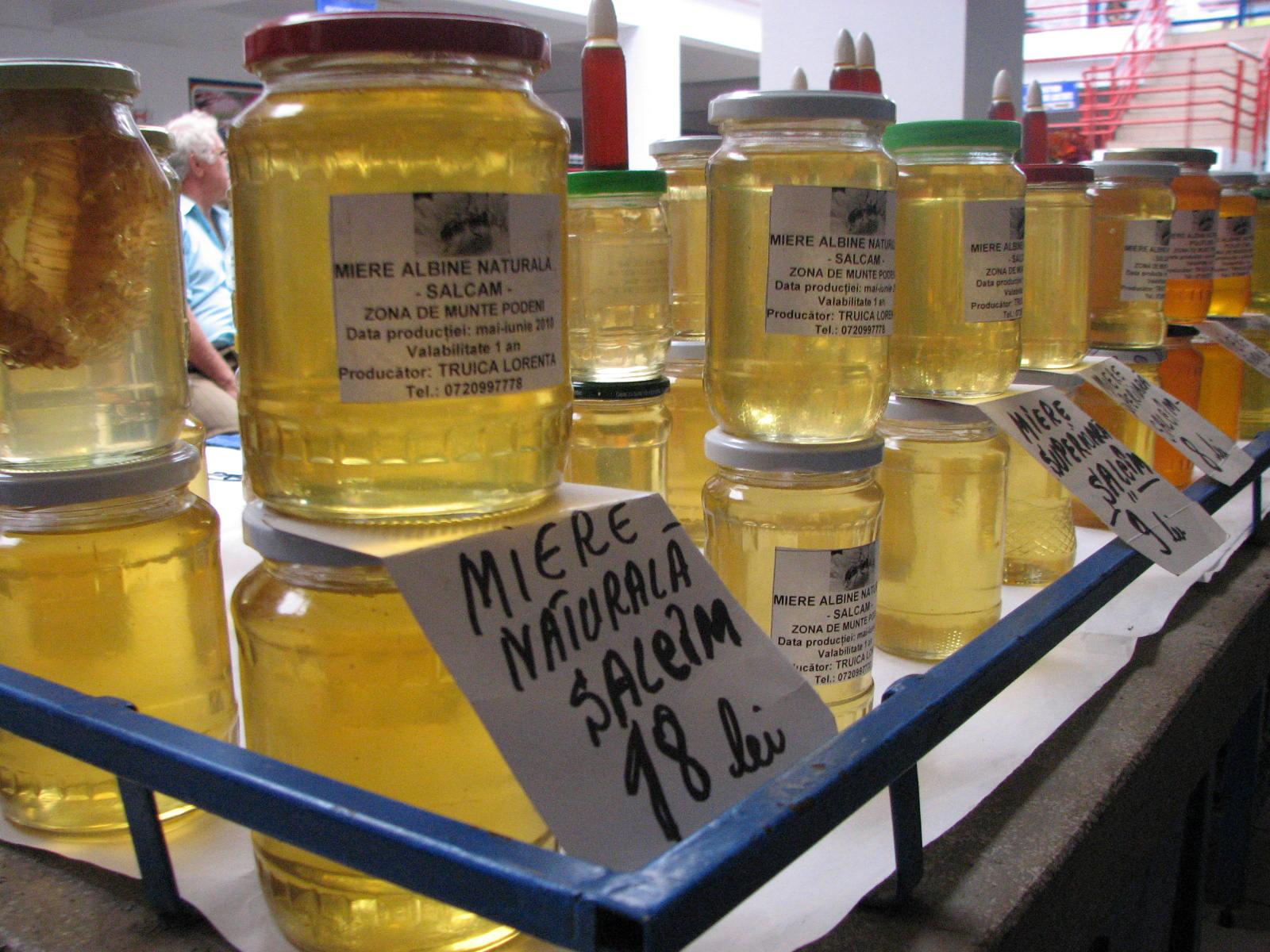 Mehedinți: Prefectul, preocupat de achiziția de miere și fructe