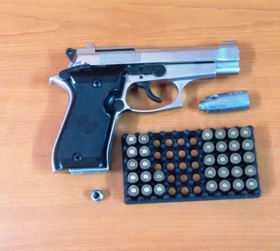 Mehedinți: Dosar penal pentru un bărbat prins cu pistol