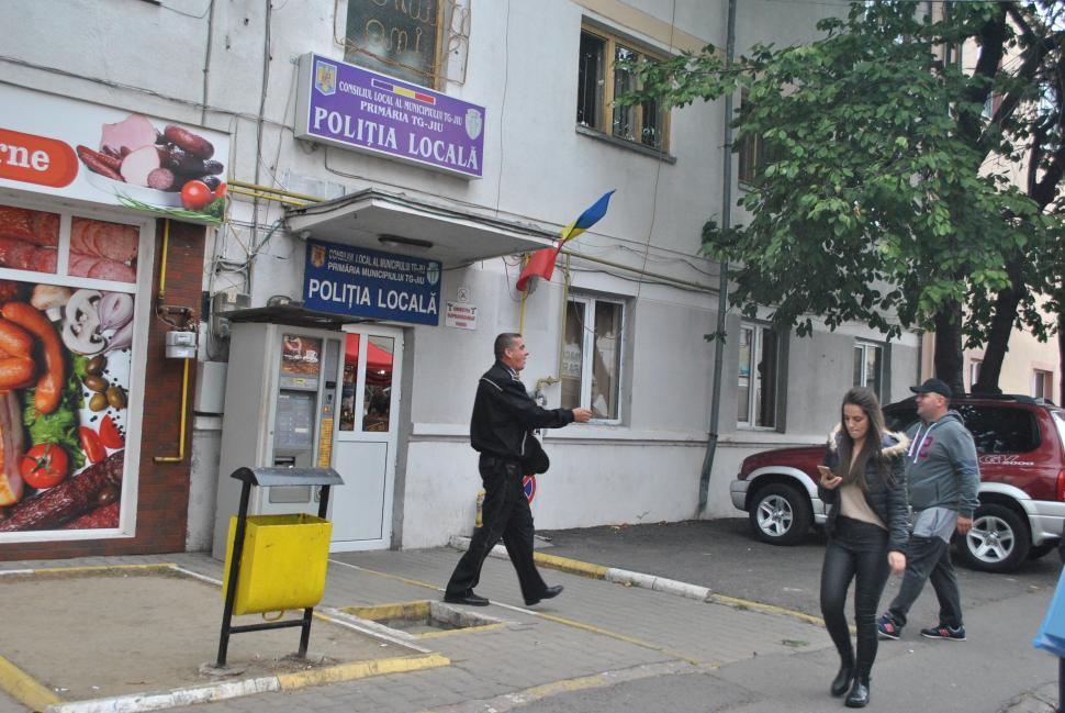 Primarul Romanescu taie din numărul șefilor de la Poliția Locală