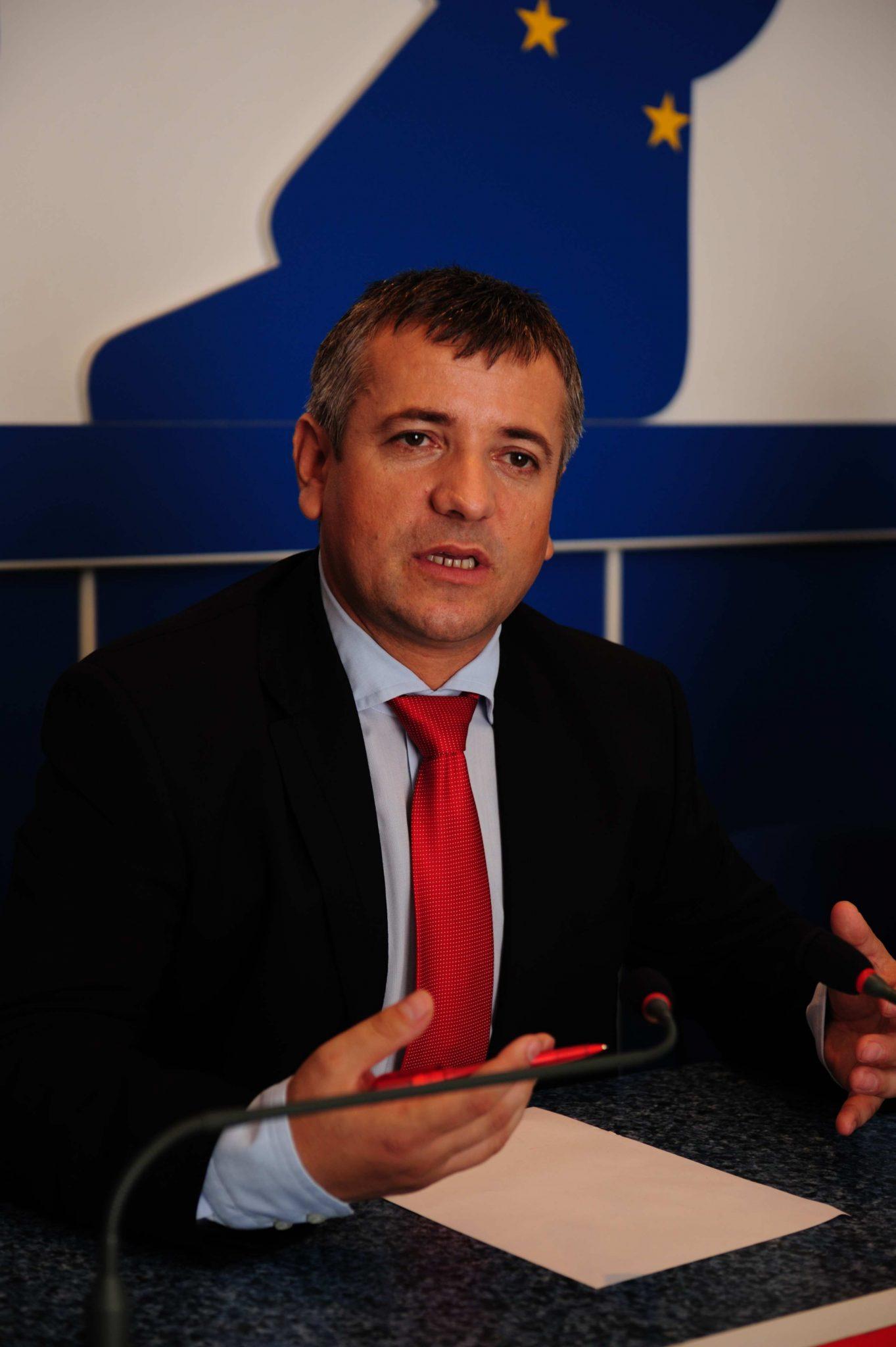 Mehedinți: Primarul Severinului, supărat că Mehedinți Gaz lucrează ca melcul