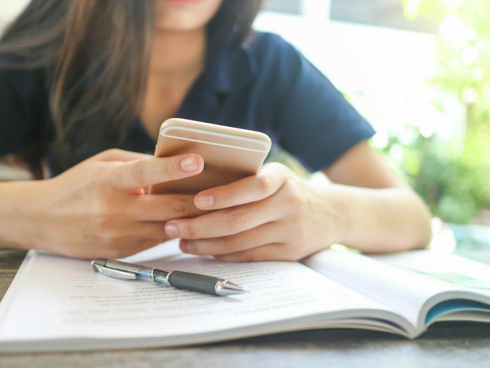 Fără telefoane mobile în şcoli!