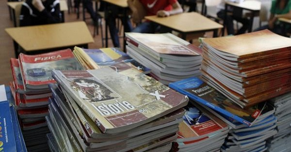 Cadrele didactice vor fi instruitepentru a putea elabora manuale şcolare