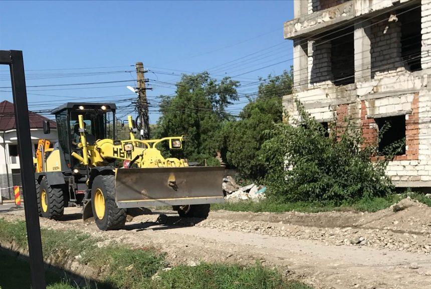 Începe asfaltarea la Valea Mare